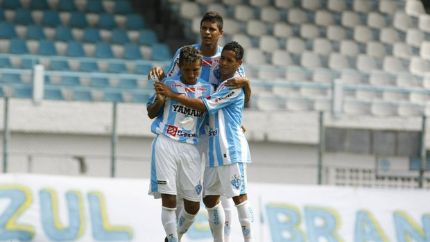 Yago Pikachu, pela direita, ajuda a abastecer o ataque com Kiros e Thiago Potiguar (Foto: Marcelo Seabra/O Liberal)