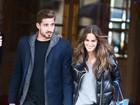 Izabel Goulart e o namorado, Kevin Trapp, passeiam juntinhos em Paris