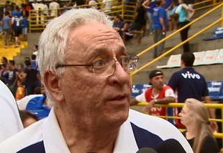 Lula Ferreira reclama com a arbitragem durante partida contra o Paulistano (Foto: Divulgação/EPTV)