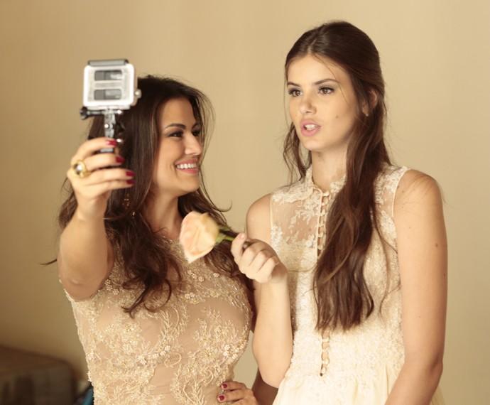 Laryssa Dias entrevista Camila Queiroz e elenco sobre o assunto casamento (Foto: Felipe Monteiro/Gshow)