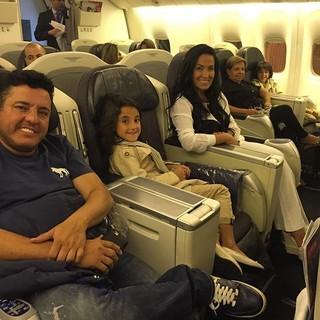 Bruno e Marianne Rabelo com os filhos gêmeos (Foto: Reprodução/Instagram)