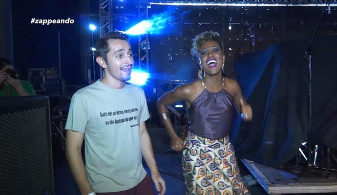 Moacyr Massulo e Jaque Santtos se divertem nos bastidores do Festival Nema (Foto: Rede Amazônica)