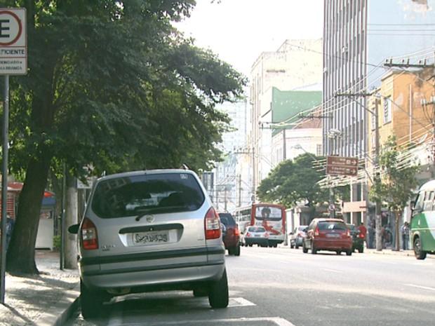 Vaga para idoso é desrespeitada em Campinas (Foto: Reprodução / EPTV)