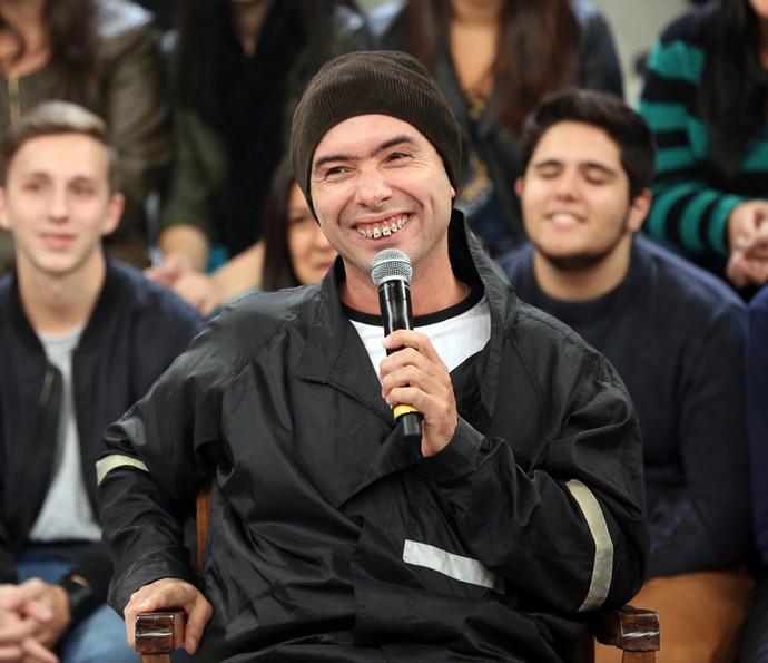 Marco Luque se apresenta como Jackson Faive  (Foto: Carol Caminha/Gshow)