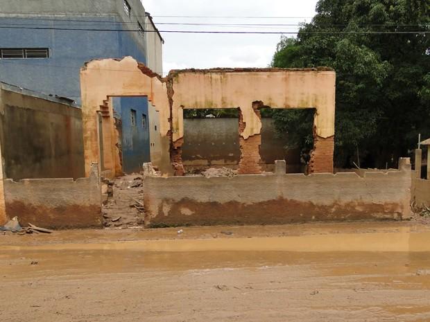 Casa ficou em ruínas (Foto: Alex Araújo / G1 MG)
