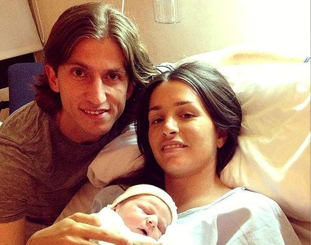 Além da convocação para a Copa das Confederações, Filipe Luis comemora o nascimento do primeiro filho (Foto:  Reprodução / Instagram / Reprodução globoesporte.com)