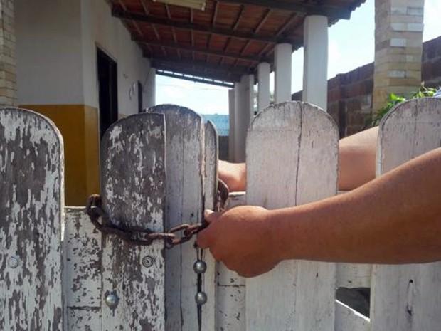 Quatro criminosos invadiram a casa localizada no bairro da Redinha, na Zona Norte de Natal (Foto: Sérgio Costa/ Portal BO)