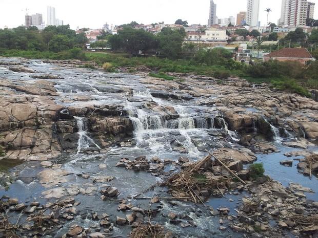 Rio Piracicaba tem nível mais baixo dos últimos 50 anos, segundo Daee (Foto: Leon Botão/G1)