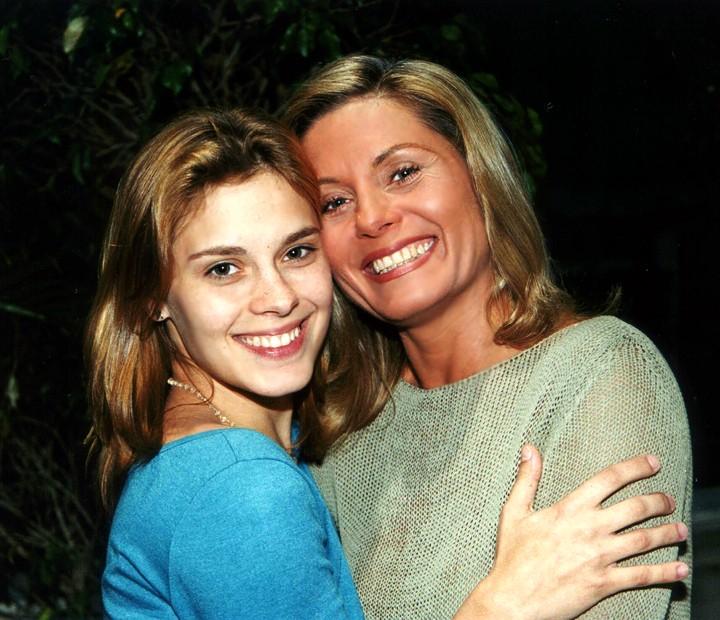 Na novela 'Laços de Família', Vera Fisher foi Helena e contracenou com Carolina Dieckmann (Foto: Cedoc / TV Globo)