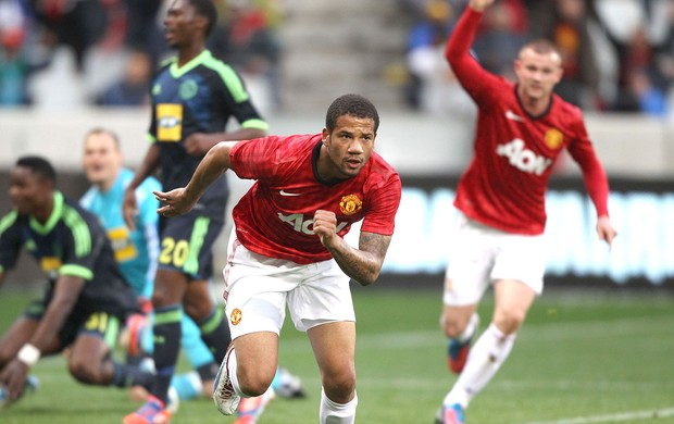 Bebe na partida do Manchester United contra o Ajax (Foto: Getty Images)