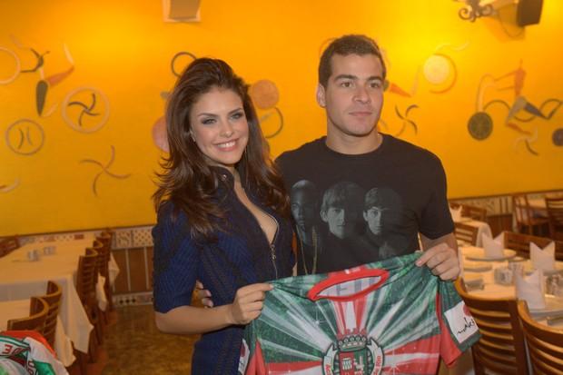 Paloma Bernardi é apresentada como nova rainha da bateria da Grande Rio (Foto: Isac Luz / EGO)