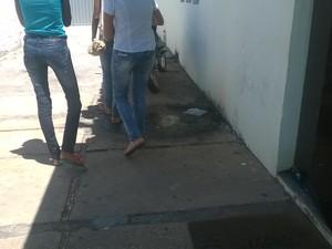 Amigos da adolescente prestaram depoimento nesta terça-feira (26) (Foto: Juliana Barros/G1)