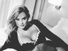 Ellen Rocche posta foto de lingerie para desejar 'boa noite' a seguidores
