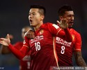 Paulinho marca, Guangzhou empata fora e conquista a Copa da China