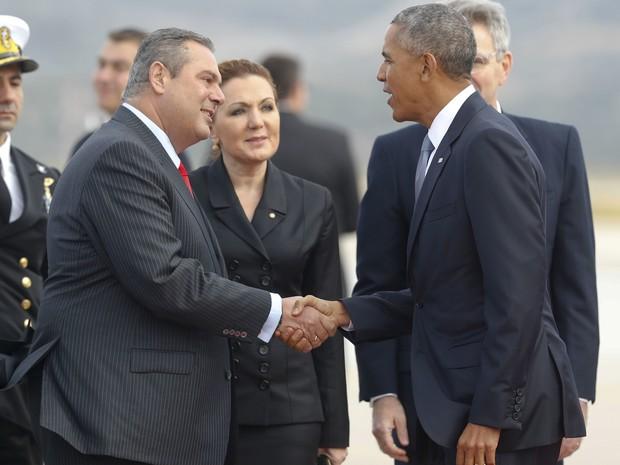Obama é recebido pelo ministro da Defesa grego, Panos Kommenos (Foto: AP Foto / Pablo Martinez Monsivais)