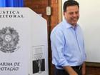 Candidato à reeleição, governador Marconi Perillo vota em Goiás