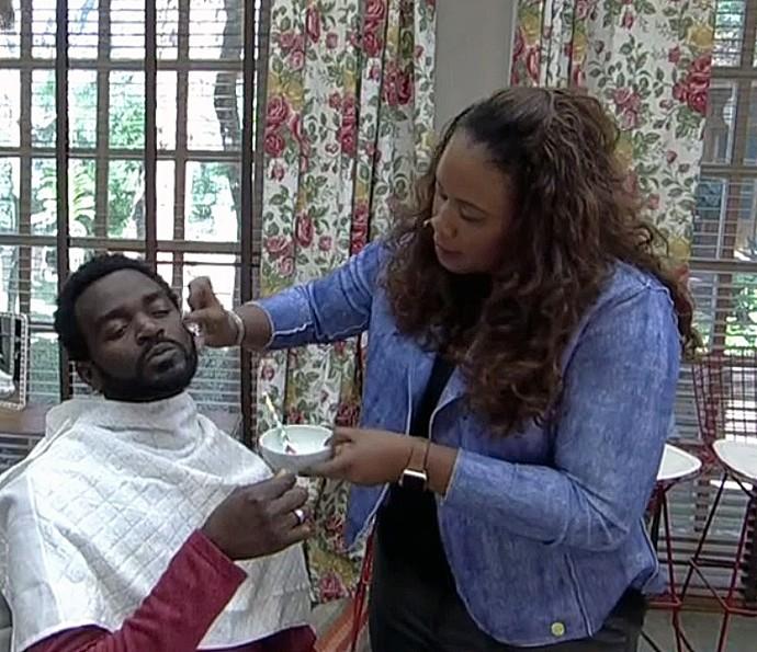 Kathleem Conceição ensina a cuidar de pele negra (Foto: TV Globo)