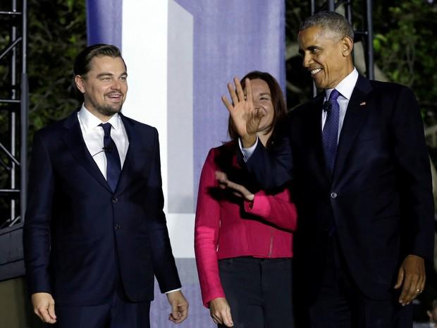 Presidente americano, Barack Obama, o ator Leonardo DiCaprio e cientista Katharine Hayhoe participaram de encontro nos jardins da Casa Branca para discutir aquecimento global  (Foto: Yuri Gripas/ Reuters)