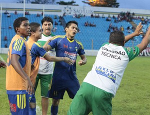 Jogadores do São José-MA comemoram gol no Campeonato Maranhense 2012 (Foto: De Jesus/ O Estado)