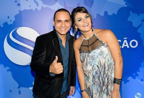Os apresentadores Maysa Reis e Menilson filho compareceram ao evento (Foto: Divulgação / TV Sergipe)