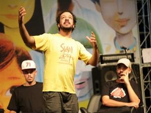 Emerson Alcalde, que já disputou o mundial de poesia na França, venceu em Poços (Foto: Bruno Alves/Flipoços)
