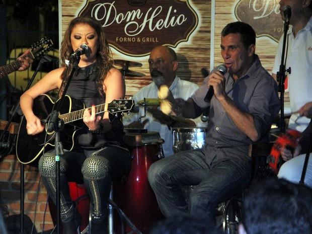 Luka canta com Eri Johnson no Rio (Foto: Marcus Pavão/ Ag. News)