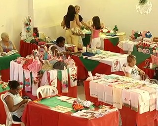 Feira em Resende traz variedade de produtos natalinos (Foto: Reprodução RJTV 1ª Edição)