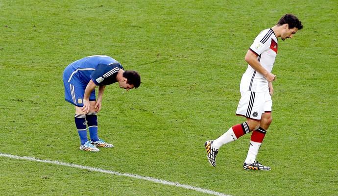 Messi passando mal jogo final Alemanha x Argentina (Foto: AP)