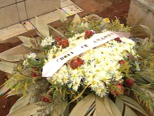 Horário do enterro mudou e cemitério ficou sem coveiro (Foto: Reprodução / TV TEM)