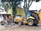 Prefeitura retira 30 toneladas de lixo de casa na zona sudeste de São José