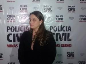 A delegada Fernanda Dourado diz que Marcelo é o principal suspeito pela morte de dois taxistas. (Foto: Diego Souza/G1)