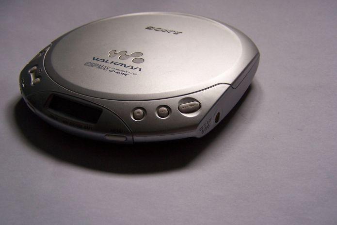 Discman foi um dos filhotes mais produtivos do Walkman nos anos 90 (Foto: Creative Commons/Flickr/Robert Leverington)