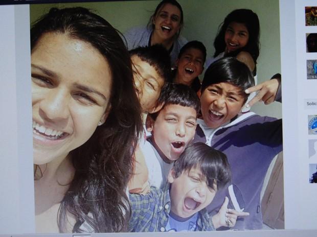 Debora de Souza e outros quatro jovens estão no Nepal (Foto: Arquivo pessoal )
