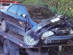 Carro do motorista embriagado ficou destruído (Foto: Divulgação/GMVR)