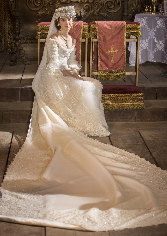 Vestido de Branca é feito de rendas francesas bordadas com pérolas (Foto: Felipe Monteiro/Gshow)