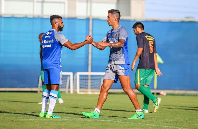 Lucas Barrios Fernandinho Grêmios (Foto: Lucas Uebel/Grêmio)