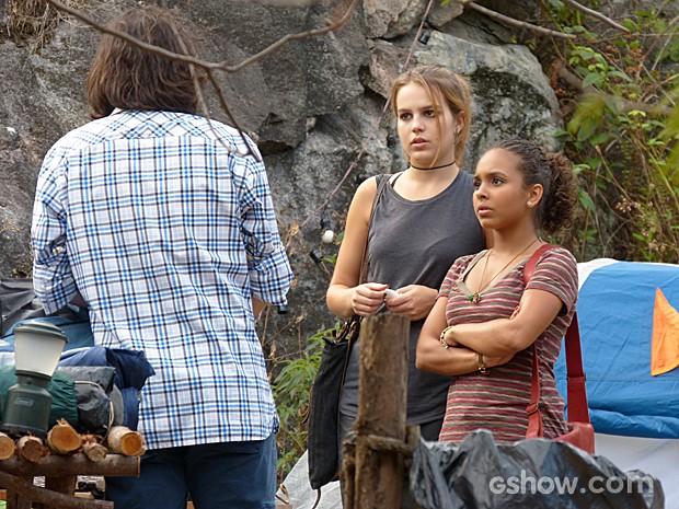 Anita descobre que sua barraca foi sabotada (Foto: Malhação / TV Globo)