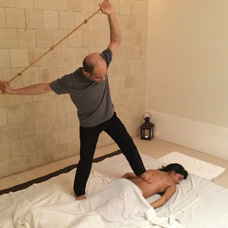 Paciente recebe a massagem Ásia