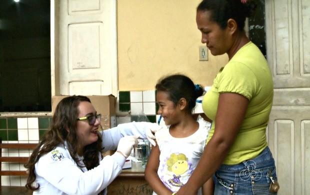 Ações como de vacinação contra a gripe foram ofereceidas durante o 'Acre TV nas Férias' no bairro Benfica (Foto: Acre TV)