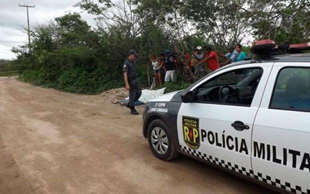Corpo de casal foi encontrado em estrada carroçável entre João Câmara e Bento Fernandes (Foto: Assis Silva)