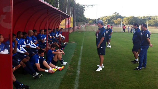 Falc&#227;o conversa com jogadores do Bahia no CT do Internacional (Foto: Divulga&#231;&#227;o/EC Bahia)