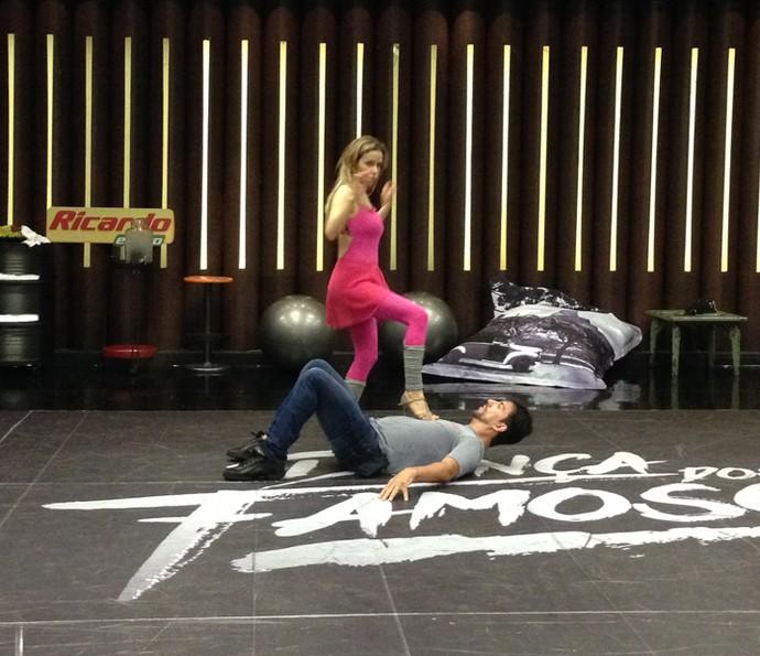 Leona Cavalli gostou do ritmo e se surpreendeu com passos (Foto: Janaína Ornellas/Gshow)