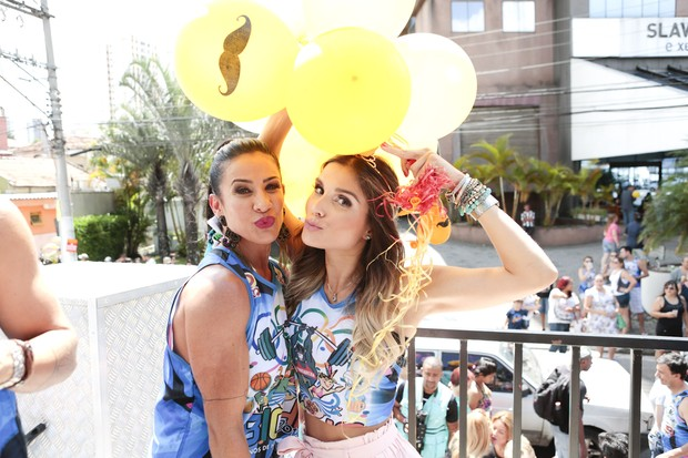 Scheila Carvalho e Flavia Viana (Foto: Rafael Cusato/Brazil News)