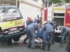 Motorista é atingida pela própria van na garagem de casa em Poços, MG