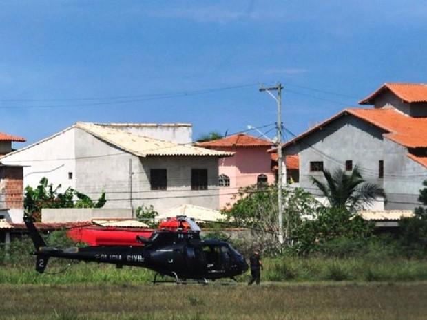 Dois helicópteros foram usados na operação da Polícia Federal (Foto: Bebeto Karolla/ Folha de Búzios)