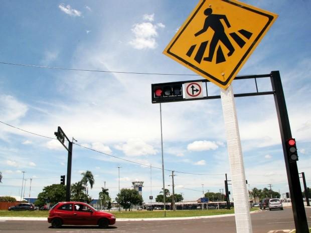 Semáforo em frente ao aeroporto de Campo Grande MS (Foto: Eder Andrade/Prefeitura de Campo Grande)