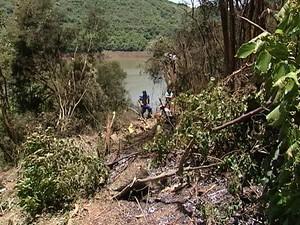 Corpo de Bombeiros encontrou os destroços do caça (Foto: Wilmar Zonella/RBS TV)