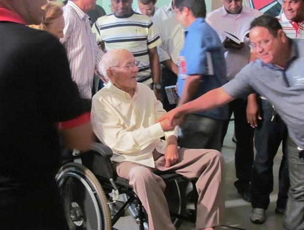 José Pereira dos Santos em uma de suas últimas aparições públicas no laçamento do livro Memória rubro-negra, de Hugo Saraiva (Foto: Acervo Pessoal/Hugo Saraiva)