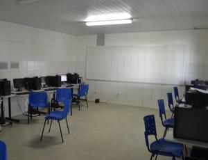 Sala do Telecentro, na Vila Olímpica Lauthenay Perdigão (Foto: Jota Rufino/GloboEsporte.com)