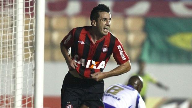Elias, Barueri x Atlético-PR (Foto: Marcos Bezerra / Agência Estado)